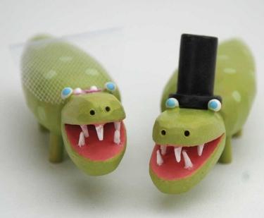 Bride and groom alligators