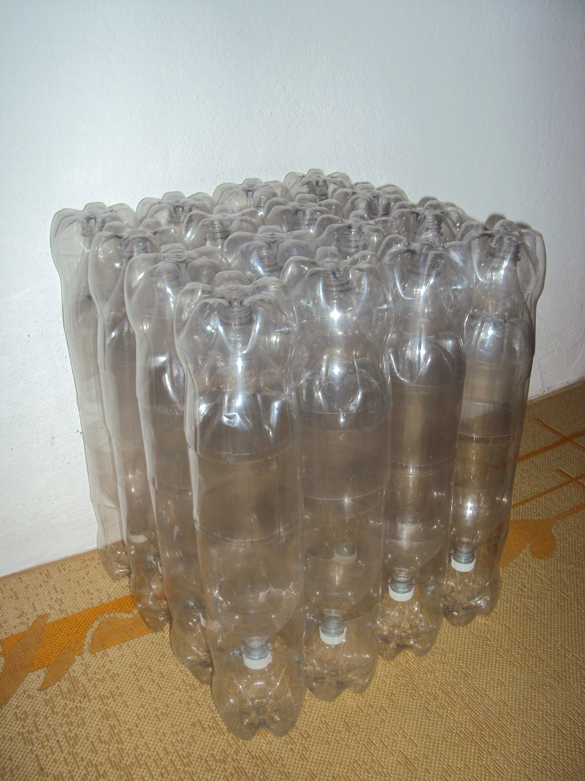 SAPATEIRA (garrafa Pet, avental, argola de latinha R$ 20,00)