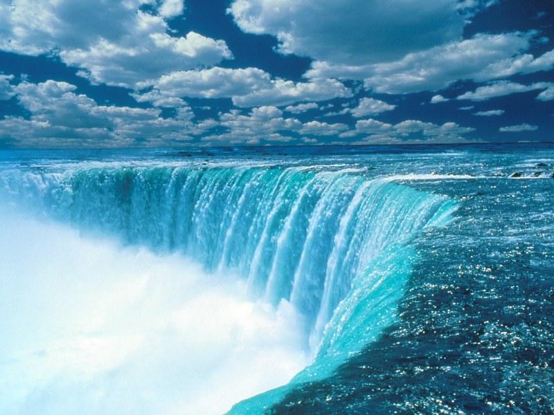 Travelling Niagara Falls Canada