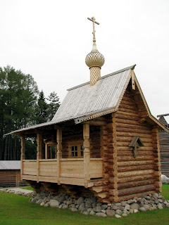 La capilla de madera tradicional rusa