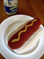 Free crochet hotdog amigurumi pattern