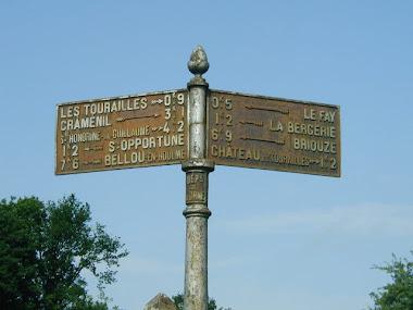Panneaux bleus d'indication de route