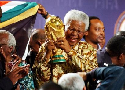 http://4.bp.blogspot.com/_GXl84aS2fJo/SwenRyZ7agI/AAAAAAAABRg/OiyefBTcYiE/s1600/Mandela+Holding+Fifa+World+Cup.jpg