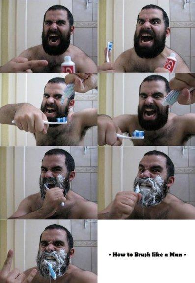 macho escovando os dentes