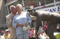 Joe Nuxhall kisses his wife Donzetta after unveiling a statue of himself in front of Great American Ball Park in 2003. Nuxhall was one of four Reds greats honored with statues when the ballpark opened. The others were Frank Robinson, Ted Kluszewski and Ernie Lombardi. Photo from the Cincinnati Enquirer