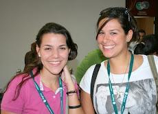 A la izquierda Mariana Torres y Sandra Santa Maria, estudiantes de la Escuela de Diseño UNE
