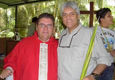 El Padre Daniel y Juan Miguel Avalos al finalizar la liturgia