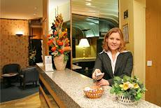 Gerentes Generales: Dos pesos pesados en la Gerencia Hotelera en la UNE