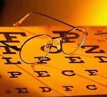 Continúa Operativo de chequeo y revisión oftalmológico gratuito en la UNE  Lunes 11 y martes 12 de