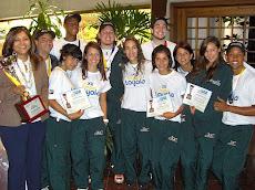 Equipo de Volleyball Masculino de la UNE GANA en Colombia el Campeonato de la XII Copa Loyola