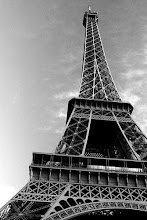 Eiffel Tower Picture Black  White on Pictures Of Eiffel Tower Black And White Jpg