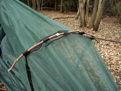 i wanted a warm butt so i lay an inflatable camp mat in between the bottom layers of material at the base blew the mat up for a few seconds then fastened     ranger reviews  dd travel hammock and tarp review  rh   rangereviews blogspot