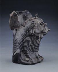 http://4.bp.blogspot.com/_GaVN9kMjZWQ/ShX_XU9L6nI/AAAAAAAAAXA/bGaToVMu_UQ/s320/Perro+Peruano+sin+Pelo+en+la+Cer%C3%A1mica+Mochica+-+Museo+Larco.jpg