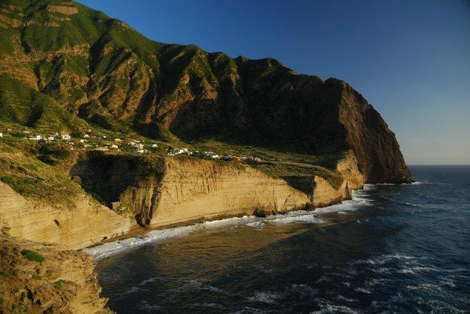El pueblo de Pollara en la isla de Salina. Justo en el centro está nuestro hotel