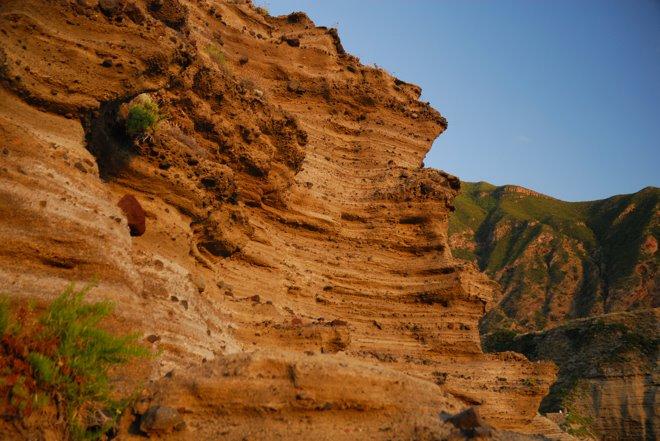 Pared de piedra volcánica