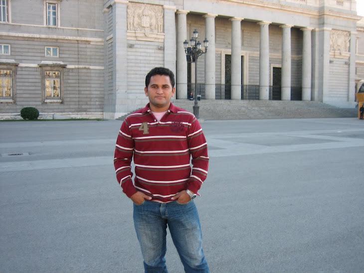 AQUI ESTOU NA FRENTE DO PALACIO DO REI JUAN NO CENTRO MADRID