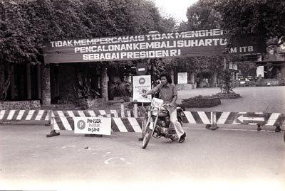 Pintu Gerbang Kampus ITB Jalan Ganesha 10