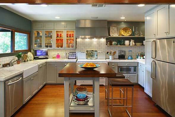 Hills freak kristin cavallari 39 s new home - Front door opens to kitchen ...