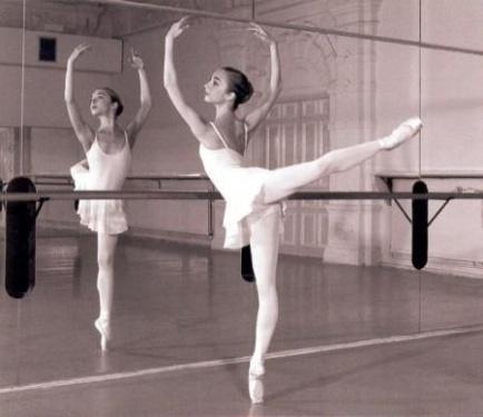 Bittygoespop why ballet is cool for Barre danse