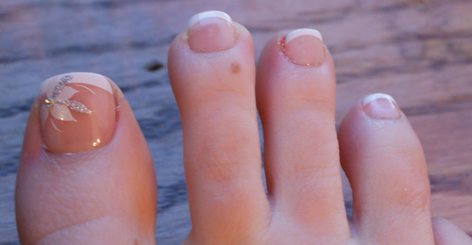 Babbling Brooke: Kiss Toenails - Fancy French Pedis!