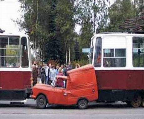 [Car_or_Bus0617d4.jpg]