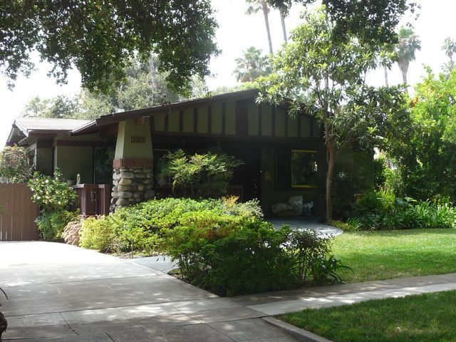 Experiencing los angeles bungalow heaven pasadena for Pasadena craftsman homes