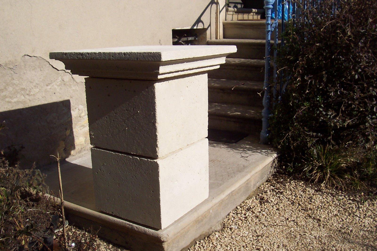 Artecture piliers de portail en pierre reconstitu e for Pilier decoratif exterieur