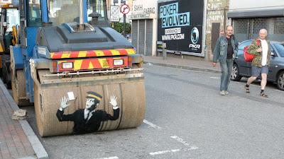 banksy graffiti, graffiti art, graffiti murals