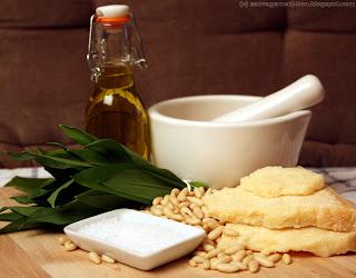 Ail des ours, parmesan, pignons de pin, huile d'olive et gros sel