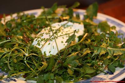 Oeuf poché sur salade hivernale