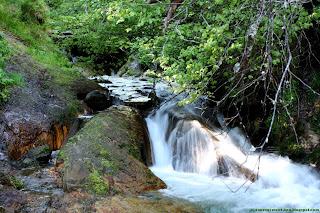 Petite cascade à coté de la source Sainte-Anne