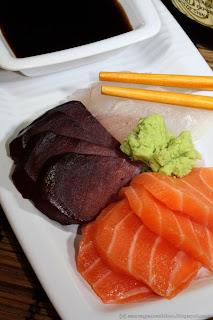 Sashimi de poissons et langue de bœuf, on prendrait presque la chair du champignon pour du thon !