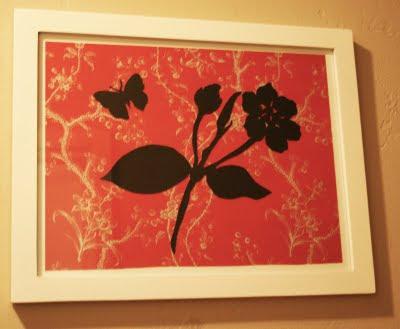 El arte de la silueta de papel o como decorar la pared, siluetas negras sobre fondo estampado