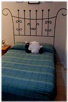 cabecero para la cama pintado sobre la pared