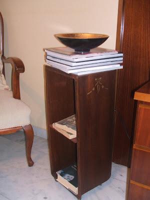 Reciclando: Una maleta de madera convertida en mesita