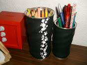 """Uso de latas de """"Nescau"""" para fazer ´porta canetas'"""