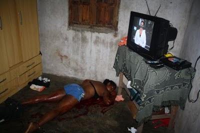 Levantamento Cadav  Rico E O Corpo Foi Retirado De Dentro Da Casa Por