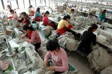 schiavi cinesi al lavoro