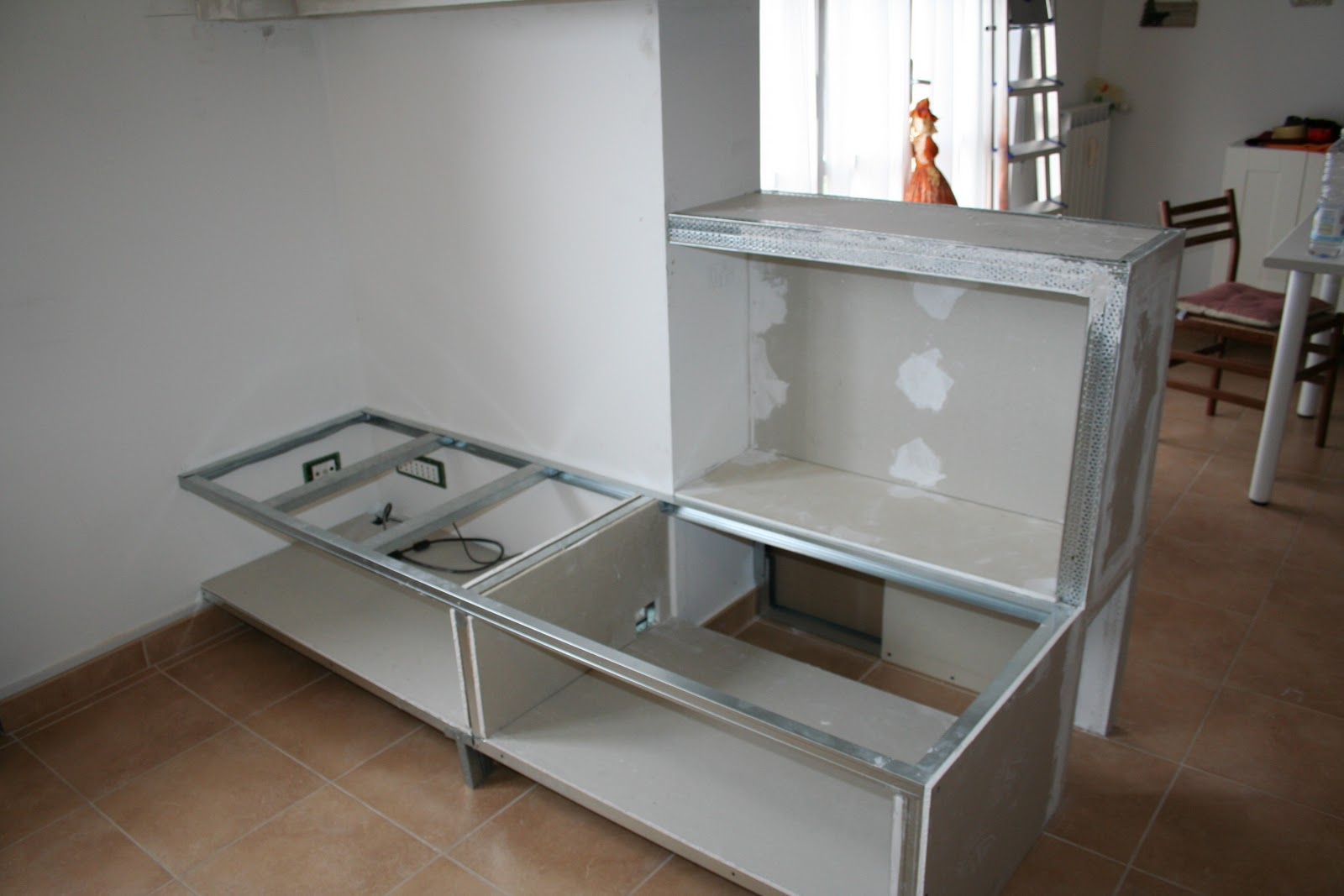 Cucina in muratura stile moderno - Porta tv in cartongesso ...