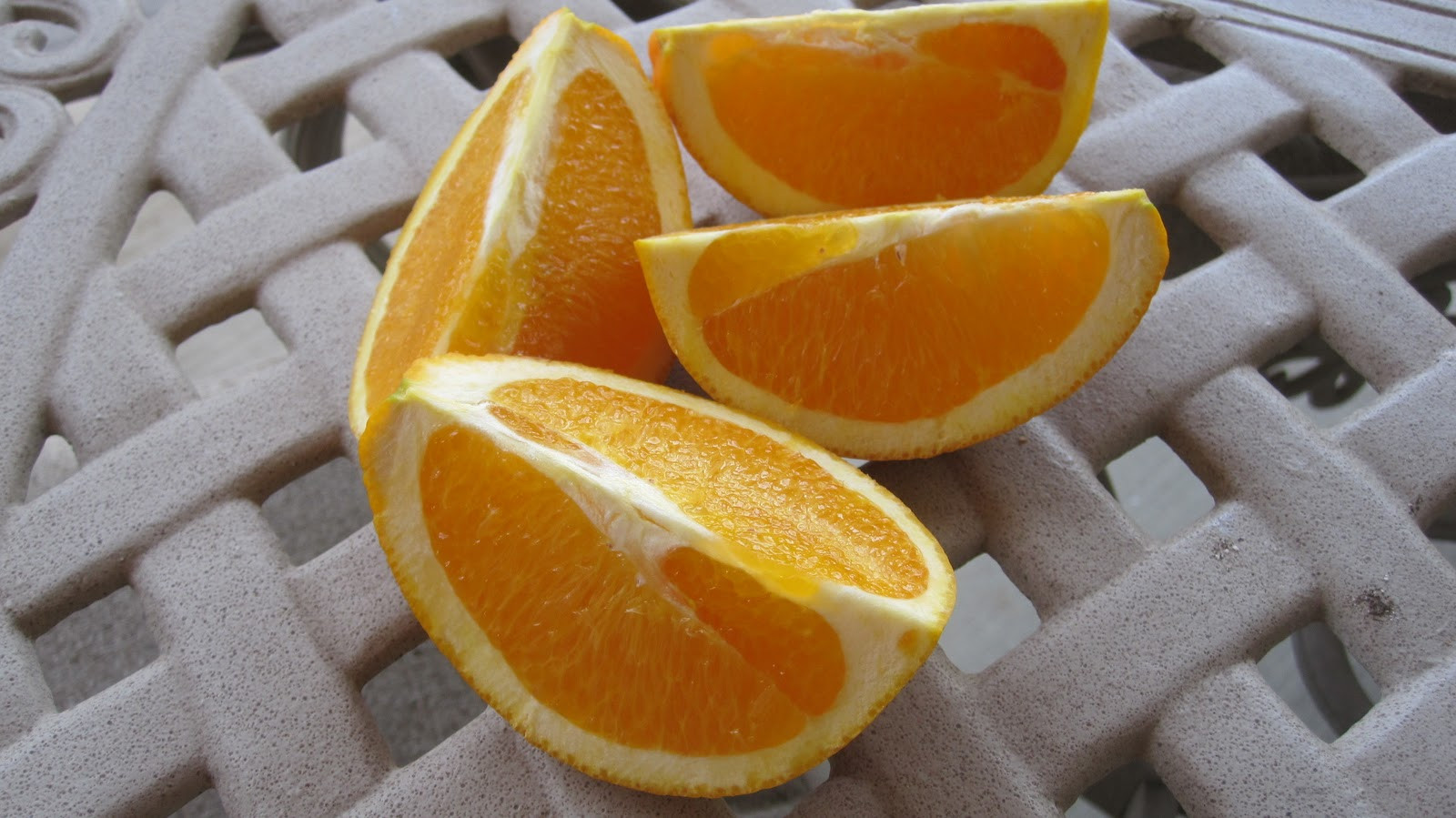 how to cut a navel orange
