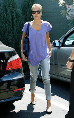 Jessica Alba Looking Nice In Purple Top