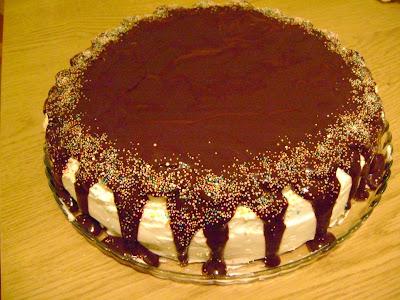 Emine Beder Çikolata Soslu Muzlu Pasta Tarifi