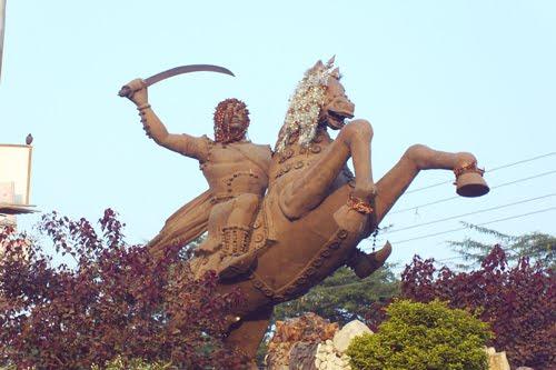 [statue-of-maharaja-tej-sing_12-3-2008_235757.0781250.jpg]