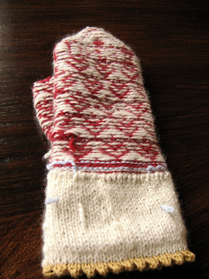 "3 Sleeves to the Wind: ""I love to knit"" mitten"