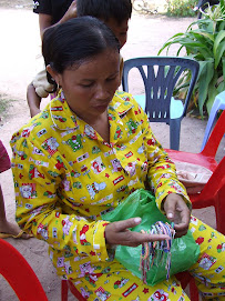 CWF-Kep Woman & Bracelets