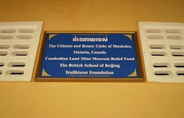 &#39;Muskoka School&#39; Donors Sign