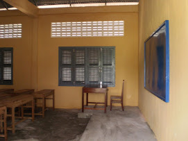 Front of Class with Teacher&#39;s Desk