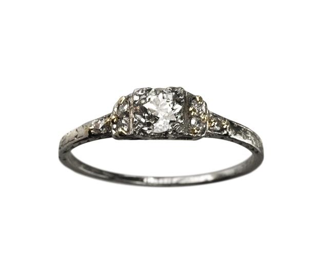 elegant art deco ring  1920s