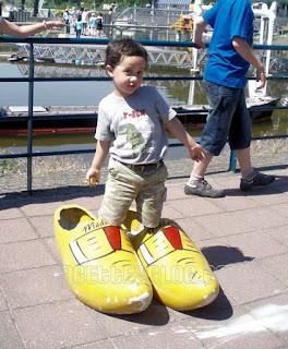 Madurodam - yellow clogs