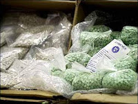cops &amp; customs agents caught smuggling drugs